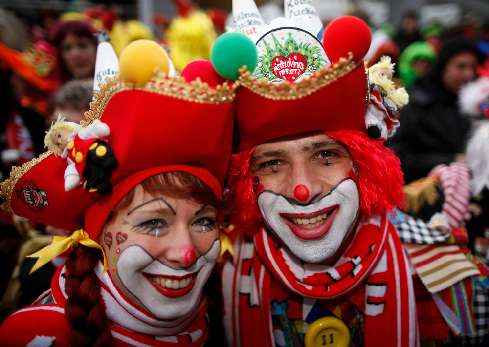 ". A couple in costume celebrates ""Weiberfastnacht\"" (Women\'s Carnival) in Cologne February 7, 2013. Women\'s Carnival marks the start of a week of street festivals, the highlight of the event being \""Rosenmontag\"" (Rose Monday), the final day of the carnival where mass processions are held. REUTERS/Ina Fassbender"