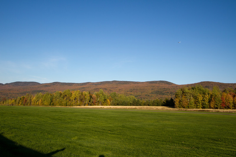 Glider in the pattern to land at Sugarbush.