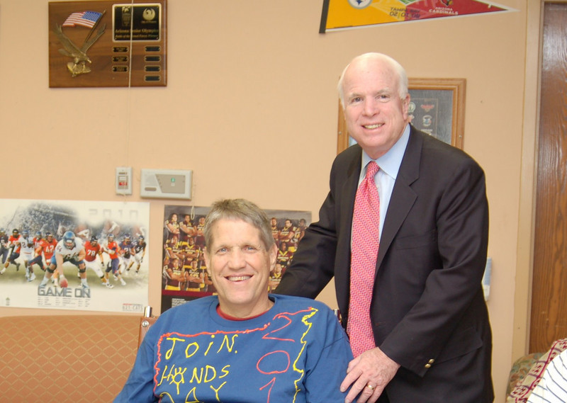 Sen McCain PVAHCS Visit 5-1-2010 5-25-00 PM.JPG