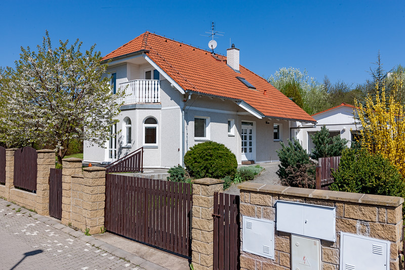 IdyllicPrague-Cherry-Tree-Cottage