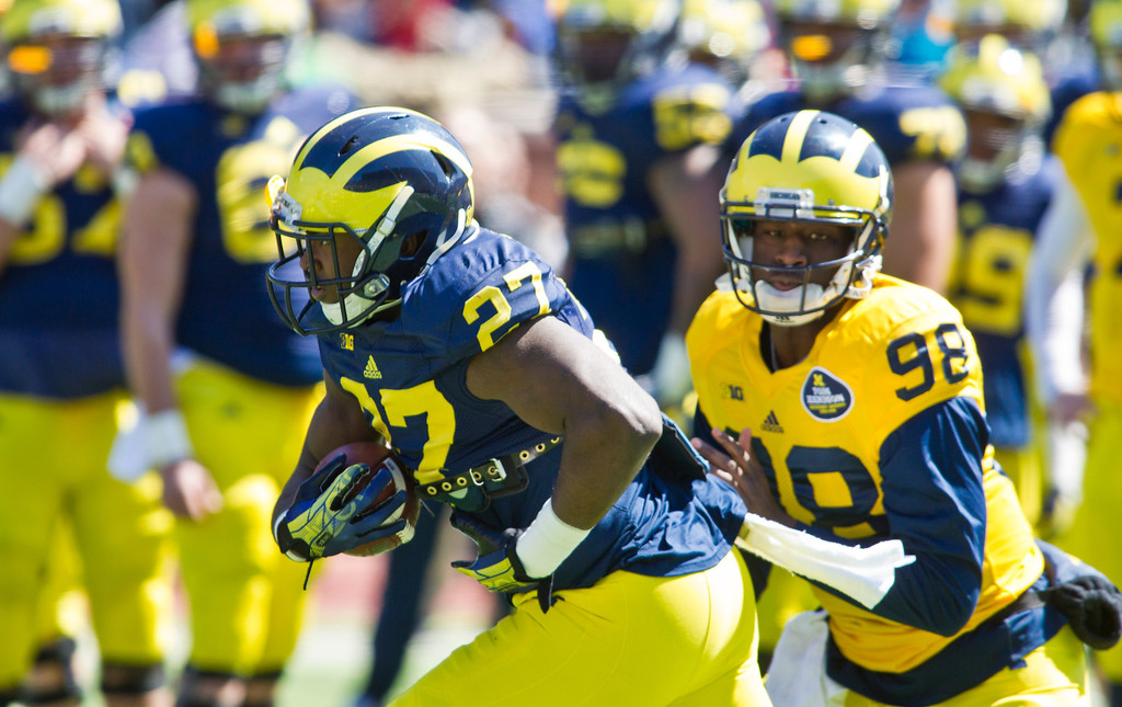 . Michigan running back Derrick Green (27) takes a handoff from quarterback Devin Gardner (98) during the football team\'s annual spring game, Saturday, April 5, 2014, in Ann Arbor, Mich. (AP Photo/Tony Ding)