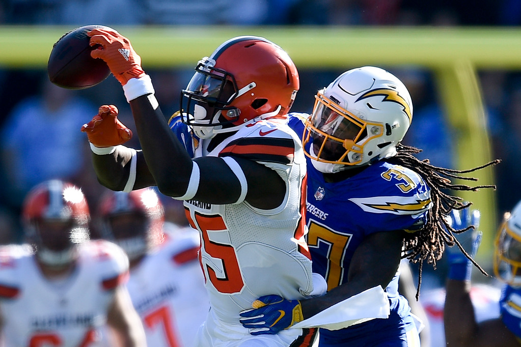 . Los Angeles Chargers strong safety Jahleel Addae, right, breaks up a pass intended for Cleveland Browns tight end David Njoku during the first half of an NFL football game Sunday, Dec. 3, 2017, in Carson, Calif. (AP Photo/Kelvin Kuo)