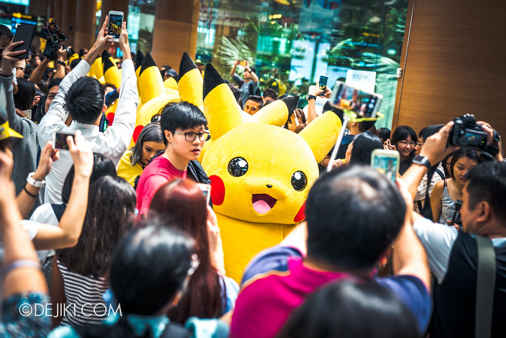 Pokémon at Changi Airport - Pikachu Parade crowd madness 4