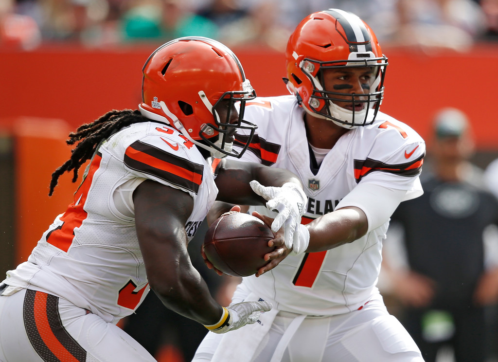 . Cleveland Browns quarterback DeShone Kizer, right, hands the ball to running back Isaiah Crowell during the first half of an NFL football game against the New York Jets, Sunday, Oct. 8, 2017, in Cleveland. (AP Photo/Ron Schwane)