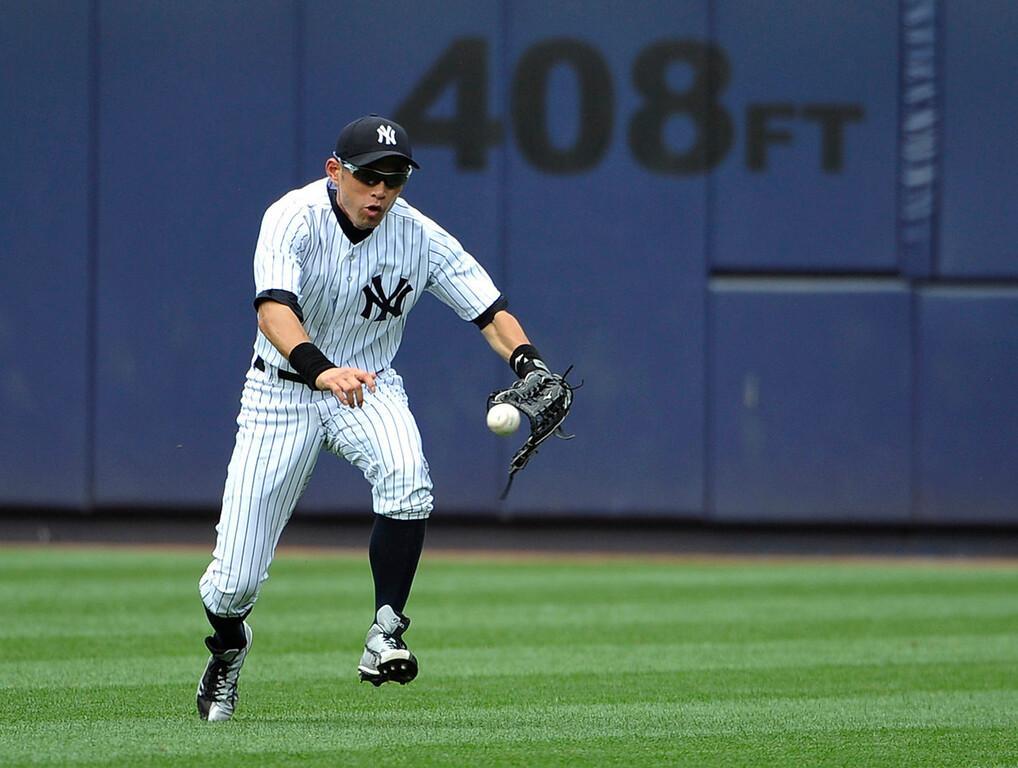 . Yankees right fielder Ichiro Suzuki can\'t field a ball hit by Minnesota\'s Brian Dozier. (AP Photo/Kathy Kmonicek)