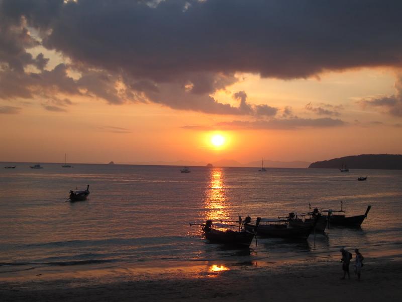 Ao Noang Beach Sunset - boats (4)