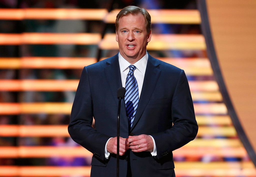 . NFL Commissioner Roger Goodell presents the NFL Walter Payton Man of the Year award during the NFL Honors award show in New Orleans, Louisiana February 2, 2013.  REUTERS/Jeff Haynes