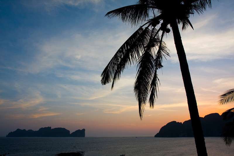 To the left is Ko Phi Phi Ley, to the right the south-western part of Ko Phi Phi Don