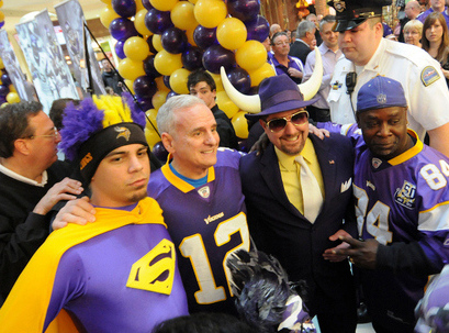 ". <p>3. (tie) MARK DAYTON <p>Sounds like this dolt STILL hasn�t read the freaking Vikings stadium agreement. (unranked) <p><b><a href=\'http://www.twincities.com/politics/ci_24106978/wilfs-should-pay-vikings-share-stadium-dayton-says\' target=""_blank\""> HUH?</a></b> <p>     (Pioneer Press: Sherri LaRose-Chiglo)"