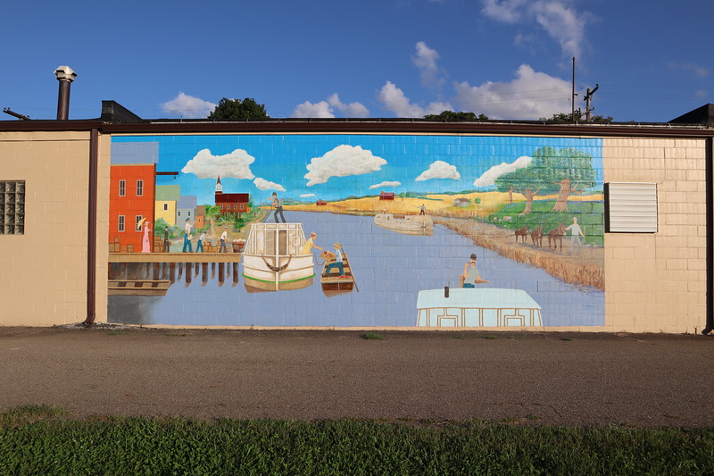 Mrs Spokesrider suggested I might want to get a photo of this mural. I'm glad I did. I'm not so glad that I forgot all about looking for the township hall or the traces of the Shiloh Tract boundary that are here.