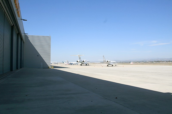 Airport/Hangars