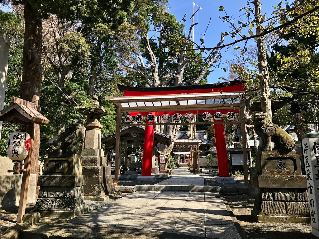 The entrance to Shirahama Shrine just outside the bus stop.