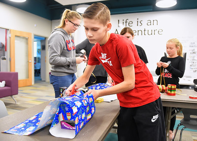 North Ridgeville Leo Club gift wrapping fundraiser