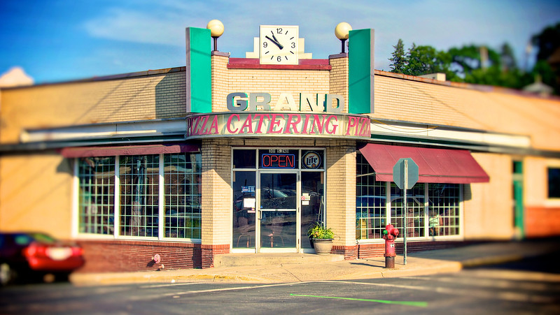 Grand Pizza_tonemapped.jpg