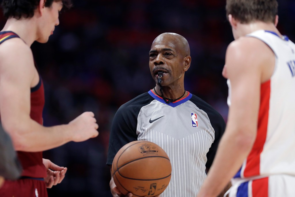 . Referee Tom Washington prepares to put the ball in play during the second half of an NBA basketball game between the Detroit Pistons and the Cleveland Cavaliers, Monday, Nov. 20, 2017, in Detroit. (AP Photo/Carlos Osorio)