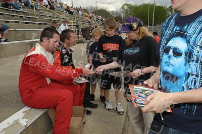 Autograph Session & Fans