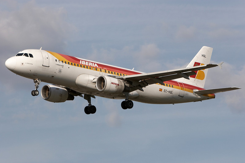 SkyMover_LHR18092007_Iberia_EC-HQL.jpg
