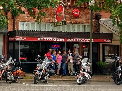19-08-24 AL Huggin Molly's in Abbeville