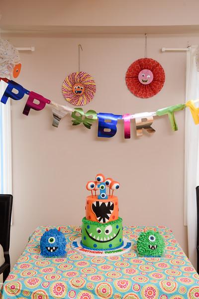 Roshin & Vinash Birthday Cakesmash-30.jpg