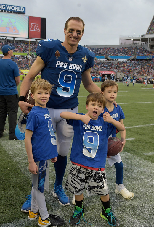 . NFC quarterback Drew Brees (9), of the New Orleans Saints and his sons, are seen on the sidelines, during the second half of the NFL Pro Bowl football game against the AFC, Sunday, Jan. 28, 2018, in Orlando, Fla. (AP Photo/Phelan M. Ebenhack)