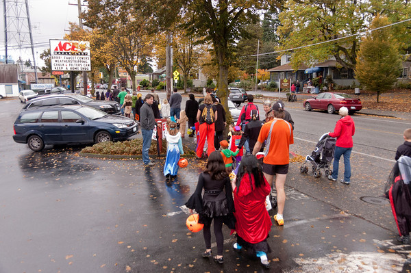 20111030_MapleLeafHalloweenParade