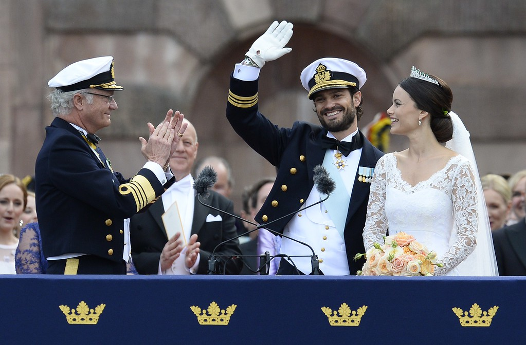 . Sweden\'s King Carl XVI Gustaf (L) applauds the newly wed couple Sweden\'s Princess Sofia (R) and Sweden\'s Prince Carl Philip after their wedding ceremony at Stockholm Palace on June 13, 2015. AFP PHOTO / JONATHAN NACKSTRAND/AFP/Getty Images