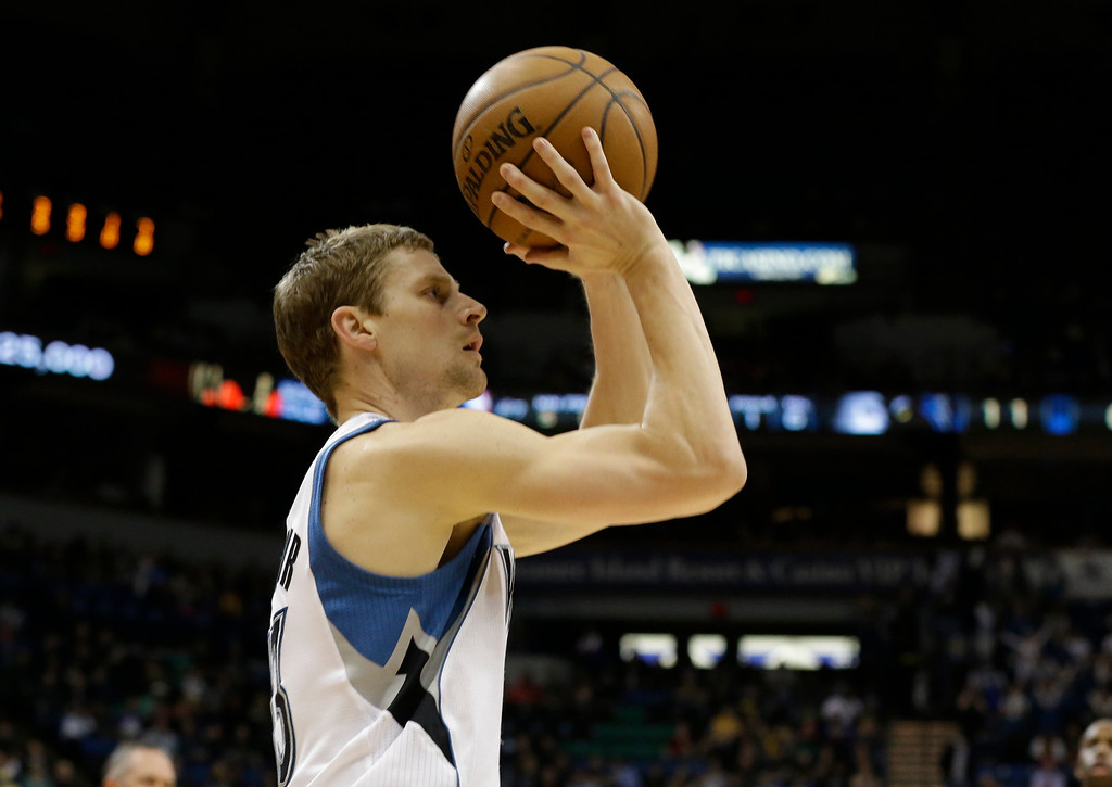 . Minnesota Timberwolves\' Luke Ridnour shoots the ball in the first quarter of an NBA basketball game against the Los Angeles Lakers Wednesday, March 27, 2013 in Minneapolis. (AP Photo/Jim Mone)