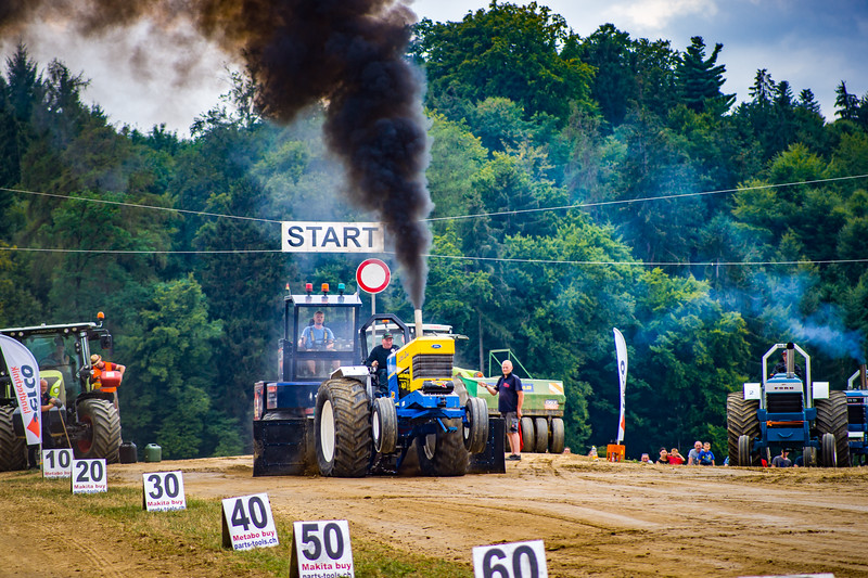 Tractor Pulling 2015-02478.jpg