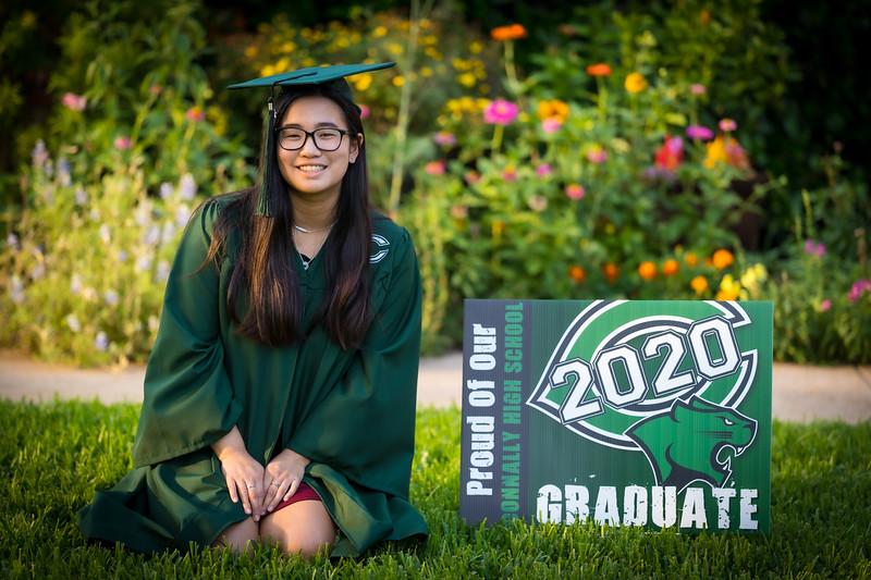 20200521_sarah-friends-connally-graduation_052.jpg