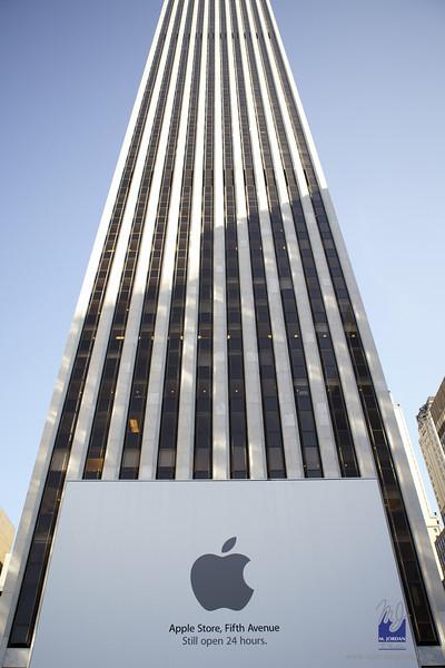 5th Ave. Apple Store - Steve Jobs Memorial