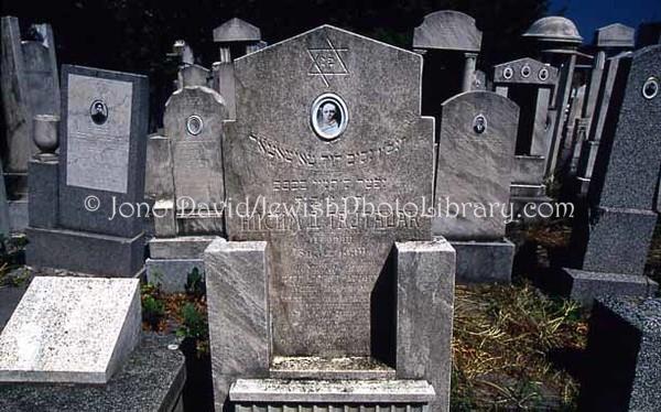 SERBIA, Belgrade. Sephardic Jewish Cemetery (8.2004)