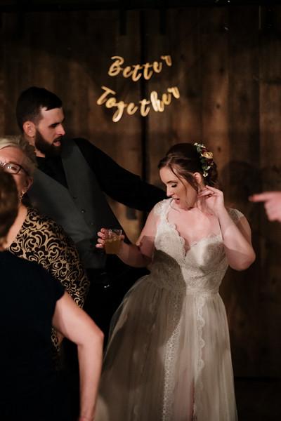 rustic_ohio__fall_barn_wedding-471.jpg