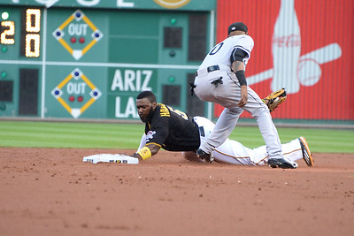 Josh Harrison steals second