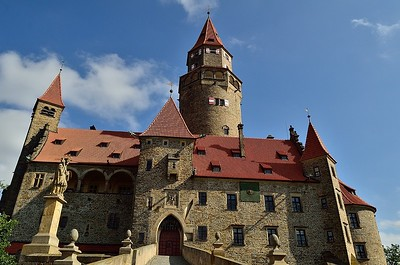 Výlet na hrad Bouzov a do Javoříčských jeskyň 2017