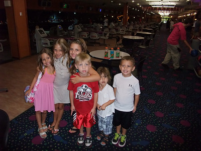 2008-08-09 - Morgan playing tennis and Bowling with the Brady's