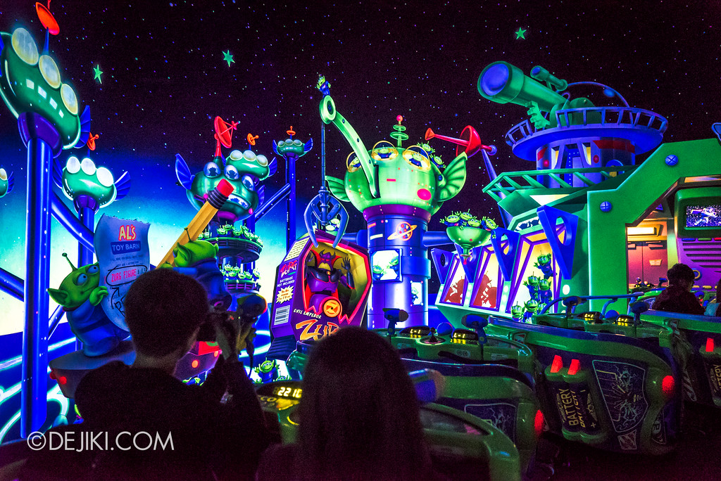 Hong Kong Disneyland Buzz Lightyear Astro Blasters Last Mission - Ending Scene, Little Green Men City