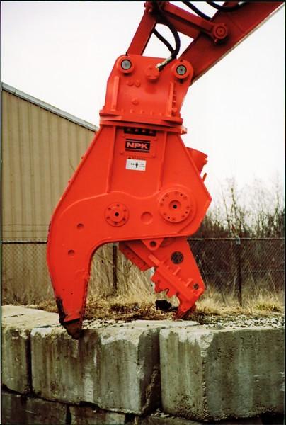 NPK U21J concrete pulverizer on Link-Belt excavator (21).JPG