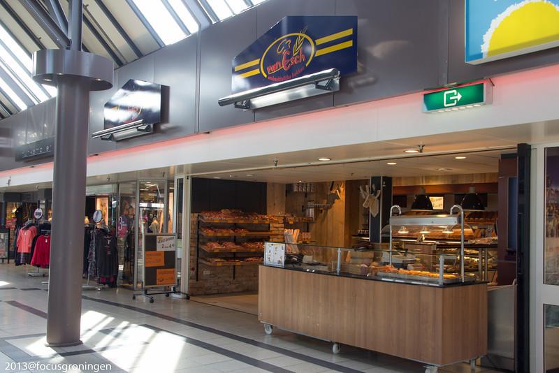 nederland 2013, paddepoel, winkelcentrum, bakkerij van esch, dierenriemstraat