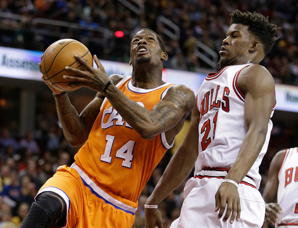 . Cleveland Cavaliers\' DeAndre Liggins (14) drives against Chicago Bulls\' Jimmy Butler (21) in the first half of an NBA basketball game, Wednesday, Jan. 4, 2017, in Cleveland. (AP Photo/Tony Dejak)