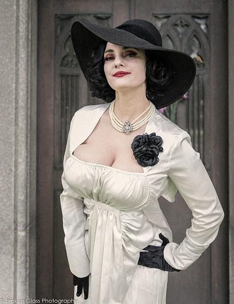 Mam'Zelle - Lady Dimitrescu