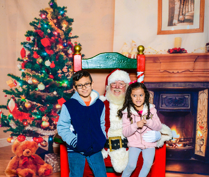 Santa Elmore 2016-12193.jpg