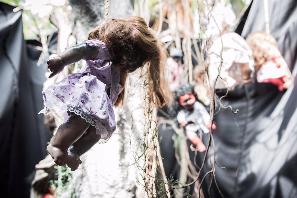 Universal Studios Singapore - Halloween Horror Nights 6 Before Dark Day Photo Report 2 - Suicide Forest trees with hanging dolls