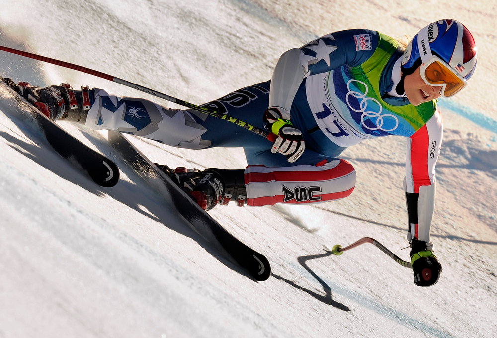 . USA\'s Lindsey Vonn  clears a gate during the Women\'s Vancouver 2010 Winter Olympics Super-G event at Whistler Creek side Alpine skiing venue on February 20, 2010. (MICHAEL KAPPELER/AFP/Getty Images)