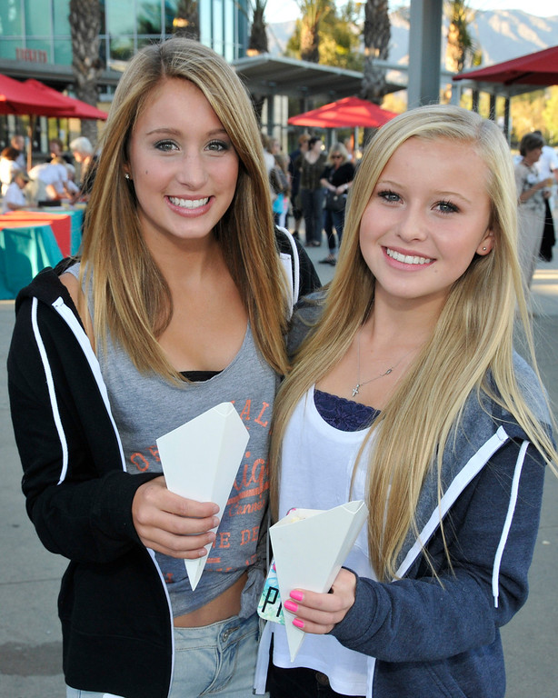 . Micha Weaver and Emma Stahmer enjoy snacks served to arriving guests at the Greater Los Angeles Zoo Association\'s Sunset Safari.  (Photo by George Stoneman for the Daily News)