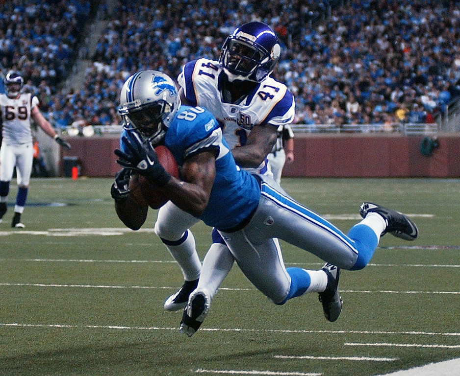 . Detroit Lions wide receiver Bryant Johnson, foreground, stretches out and makes the reception as he is chased by Minnesota Vikings cornerback Frank Walker during fourth quarter action.  Photo taken on Sunday, January 2, 2010, in a game played at Ford Field in Detroit, Mich.  (The Oakland Press/Jose Juarez)
