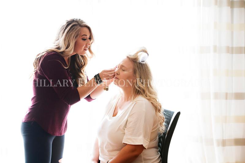 Hillary_Ferguson_Photography_Melinda+Derek_Getting_Ready087.jpg