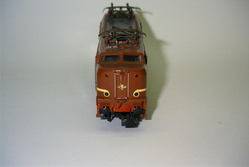 3055.6x ns 1219 bruin voor.JPG