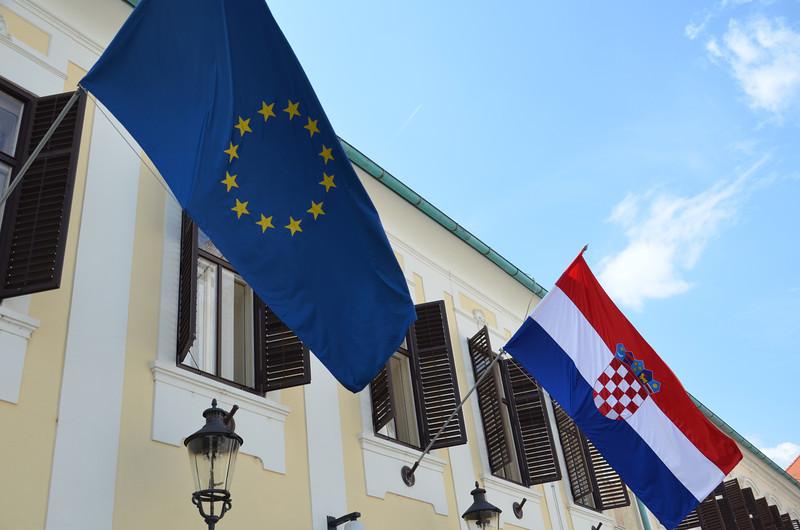 DSC_0414-eu-and-croatia-flag.JPG