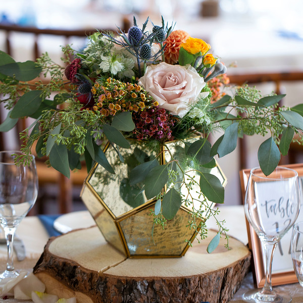 flowers-wedding-centerpiece-gold.jpg