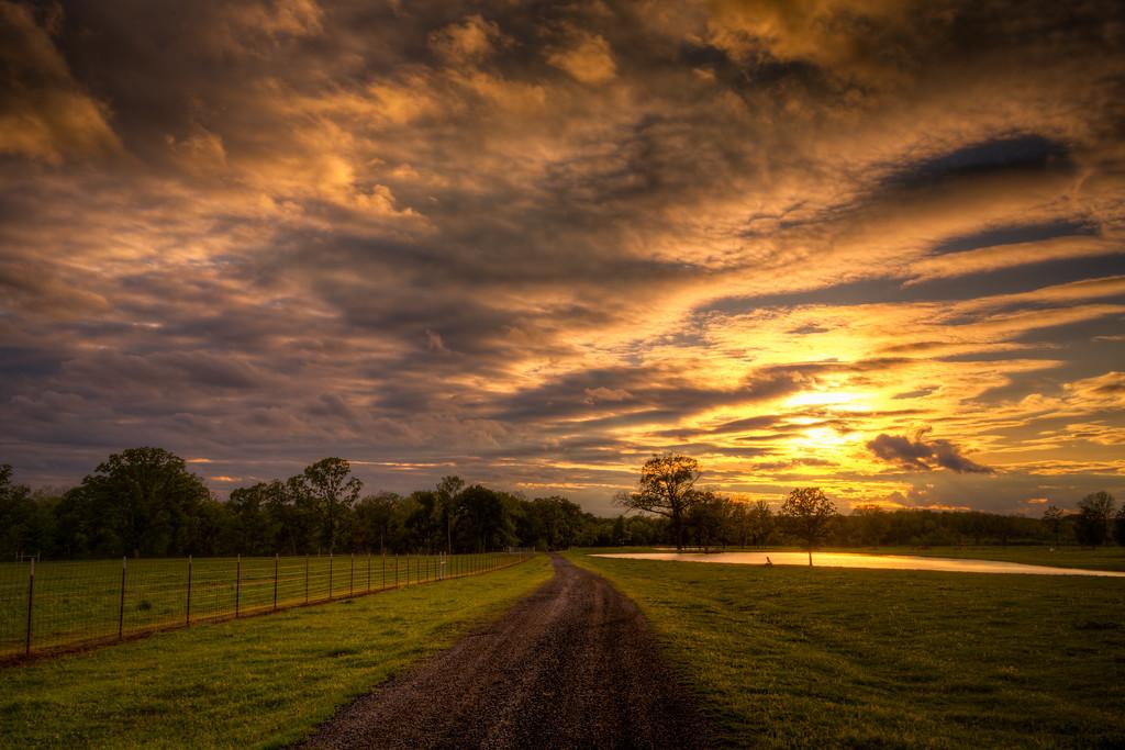 IMAGE: http://alfredomora.smugmug.com/Landscapes/General-Landscapes/i-rPJD33j/0/XL/20120503-arkansas%20country-004-proc-XL.jpg
